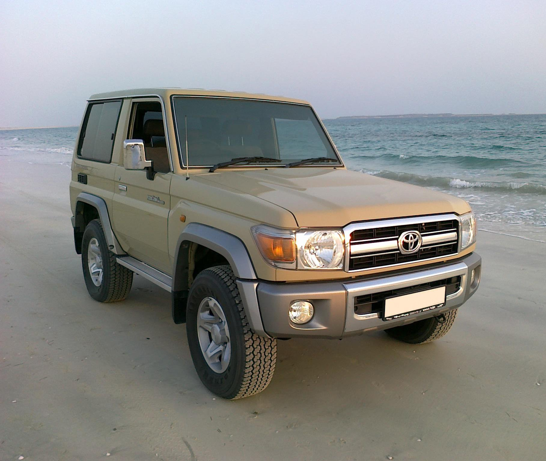 toyota land cruiser 76 2018